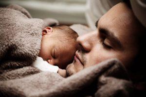 Kontakt skóra do skóry, czyli najważniejszy moment rodziców i Maluszka